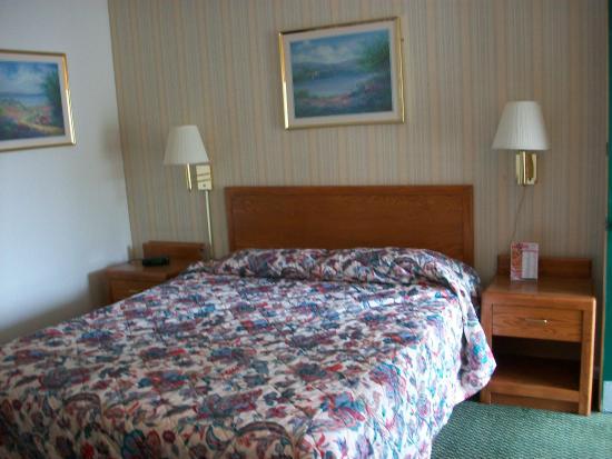 Starlite Budget Inns: Comfortable bed