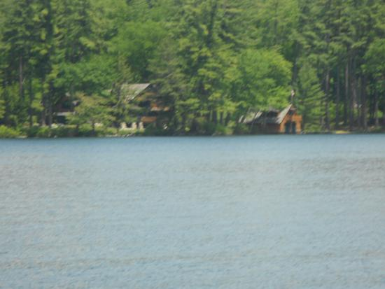 Cotton Cove Cottages: Another pic of the lake