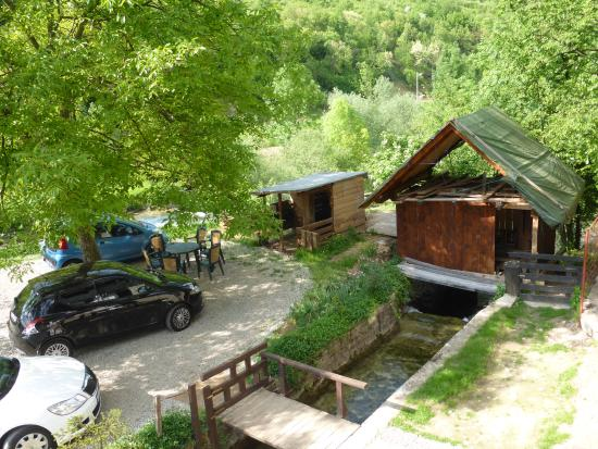 San Korana: Room overlooking a small stream, parking and donkey stable