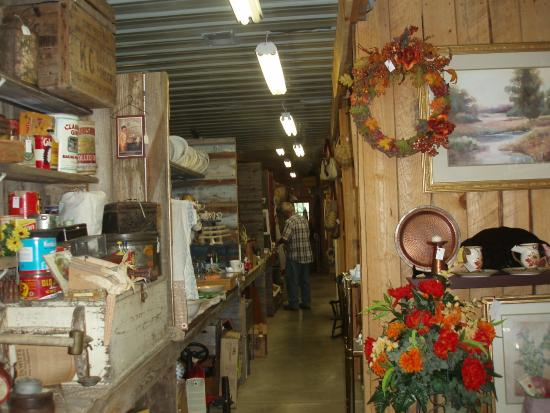 Crocker, มิสซูรี่: Over 60 booths at Bear Ridge Antiques!