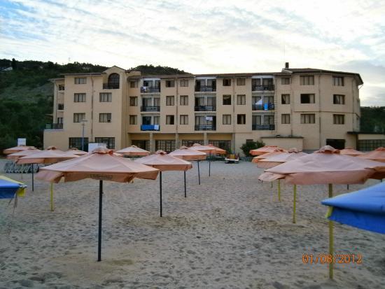 Kranevo, Bulgaria: Strandbereich / Hotel