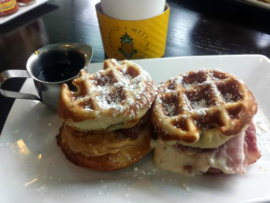 Watertown Hotel - A Staypineapple Hotel : Cafe slider waffles
