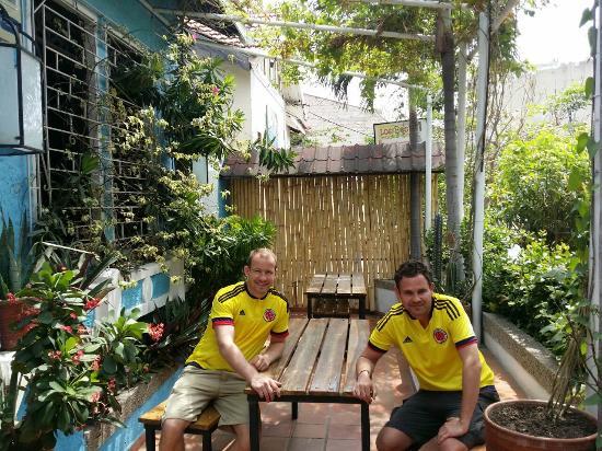 Aluna Casa y Cafe: Chilling outside