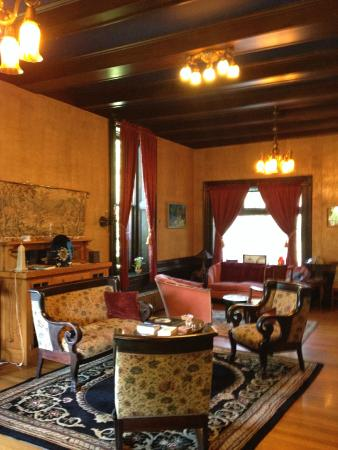 Moondance Inn: living room