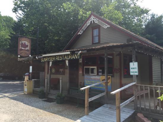 Sunryser Country Store & Deli: photo0.jpg