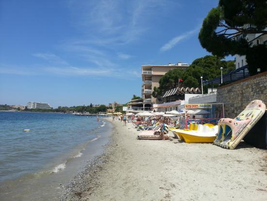 Hotel Grand Ozcelik: Пляж