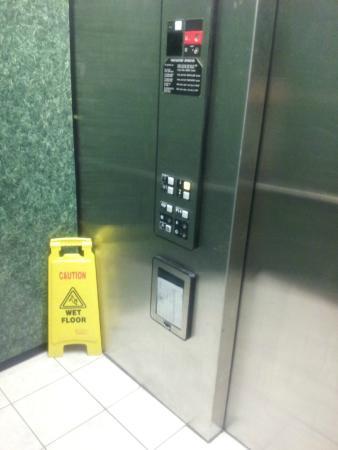 Sleep Inn Murfreesboro: Elevator