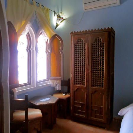 Hotel Dar Mounir: Freestanding closet