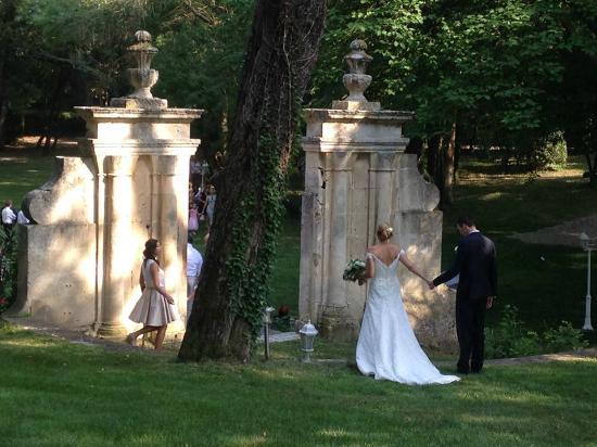 Château de Barbegal : L'arrivée des mariés dans le parc