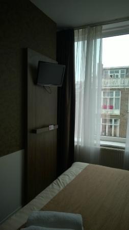 Hotel Wilhelmina: quarto com tv