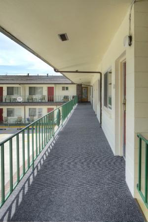 Western Inn Motel: Outside