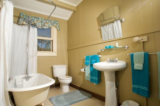 Inn Waimea Bathroom Of Beach Cottage