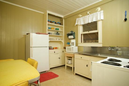 Inn Waimea: Kitchen for Waimea Beach Cottage
