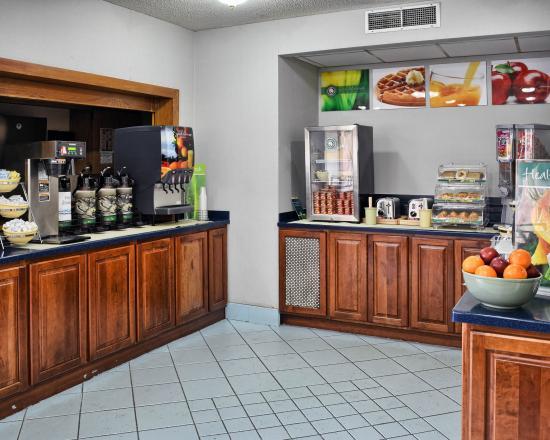 Quality Inn Fredericksburg, Central Park Area: Breakfast