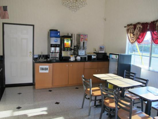 Americas Best Value Inn-Azusa/Pasadena : the breakfast counter