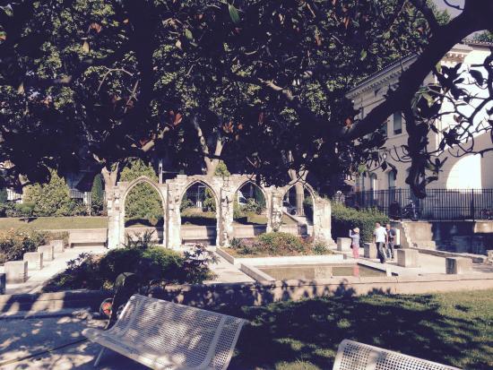Avignon Gourmet Tour : Abbey ruins