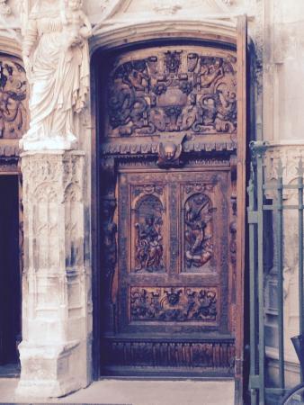 Avignon Gourmet Tour : Church door