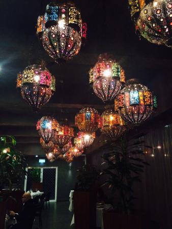 Quality Hotel Powerhouse Armidale: Beautiful lighting in the Azka Restuarant!