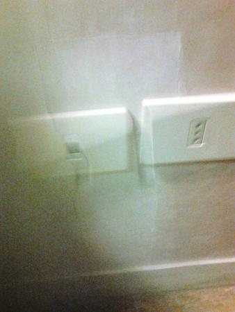 Hotel San Pietro: Here's the outlet (one of two in the room)that didn't function