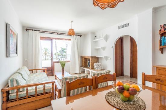 Apartamentos Ros : Comedor-Dinning room