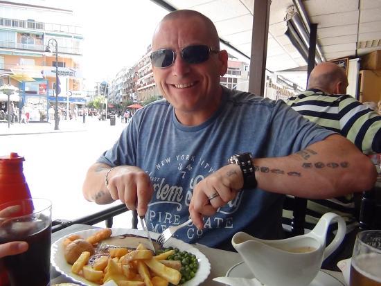 Bar The Robin Hood: Mark tucking into main meal