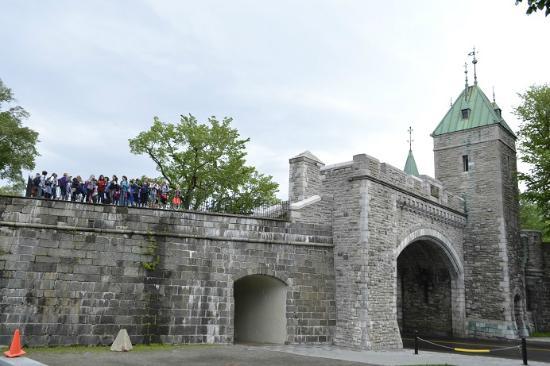 St louis gate picture of st louis gate porte st for Porte quebec