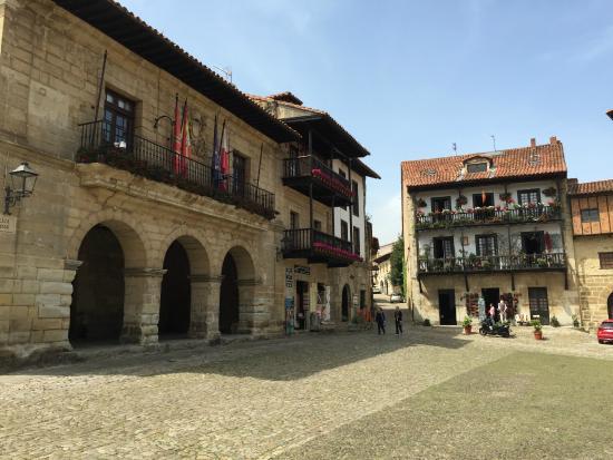 Acceso a museo - Picture of Museo de Altamira, Santillana del Mar - TripAdvisor