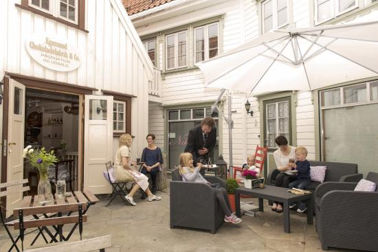 Egersund, Norway: Omgivelser som tar deg laaaangt tilbake i tid. Ro og smak