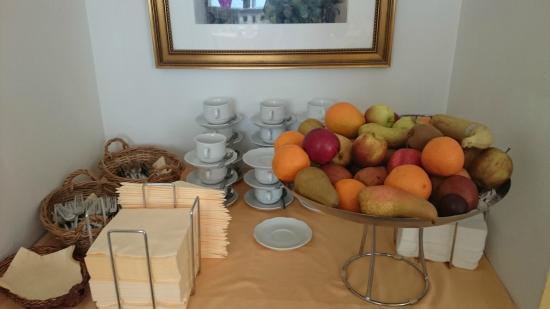 Hotel Domizi: Breakfast buffet 1