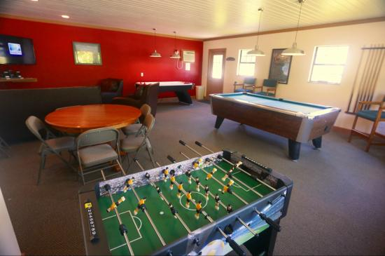Mountain Glen RV Park & Campground : Game Room