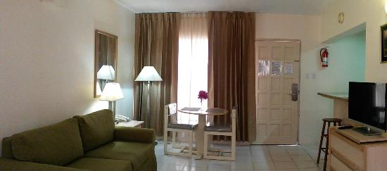 Sasaki Apartments : Dining area and sofa