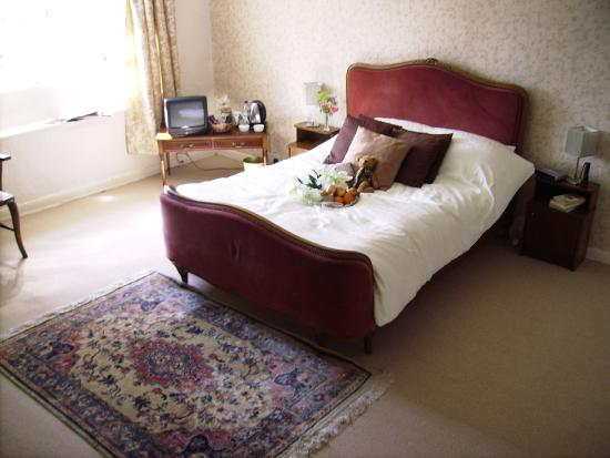 East Raddon B&B: spacious double ensuite with fresh flowers& homemade biscuits