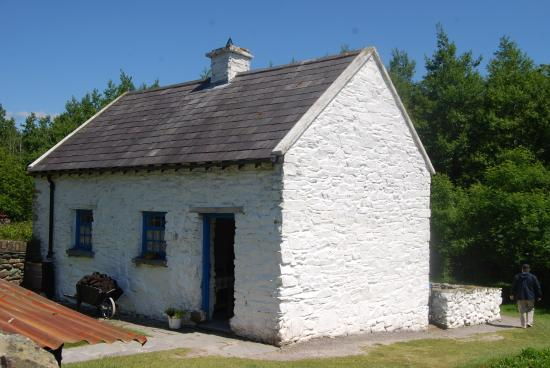 Muckross Traditional Farms: Traditional times on the Irish farm!