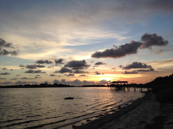 Cedar Key Bed and Breakfast: Sunset just down the street!