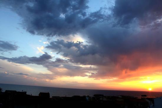 Mare Lughente: tramonto... dalla terrazza del nostro residence