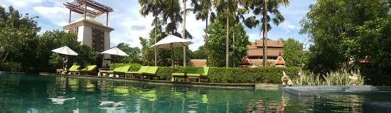 Siripanna Villa Resort & Spa: One Side of Pool
