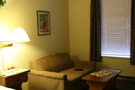 Chase Country Inn Motel: room