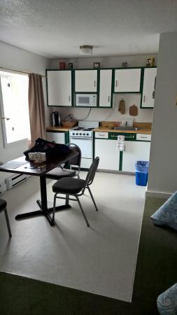Acadia Sunrise Motel: Kitchenette