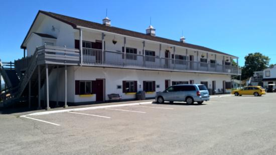 Acadia Sunrise Motel: Back of motel