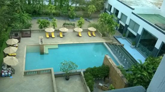 Dusit Princess Srinakarin: the pool