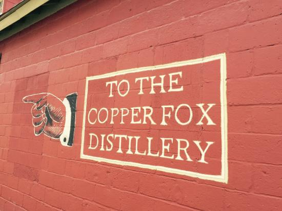 Sperryville, VA: Copper Fox Distillery directional sign