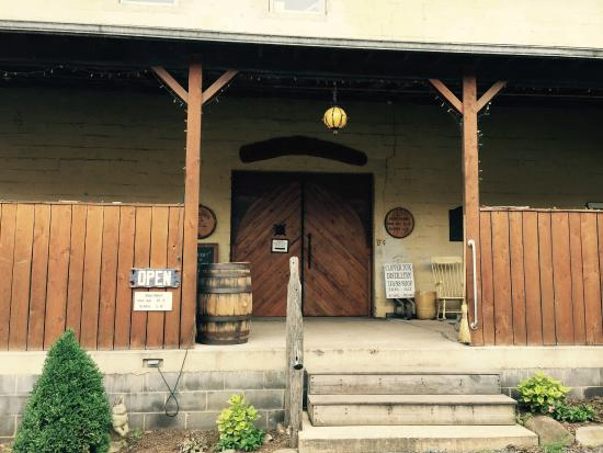 Sperryville, VA: Copper Fox Distillery entrance