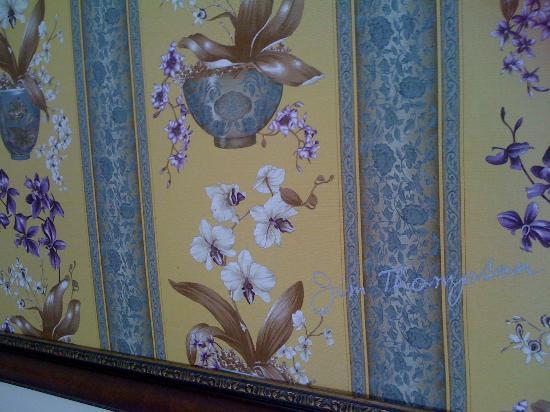 Baan Sukhumvit Inn Soi 20: fabric above bed