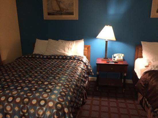 Blue Dolphin Inn: Great hotel with reasonable price. I went to the area at 10:30pmWent to check the room first and
