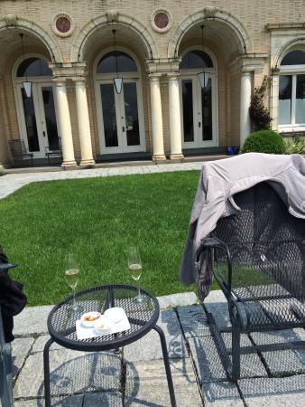 Wheatleigh: Champagne on the veranda