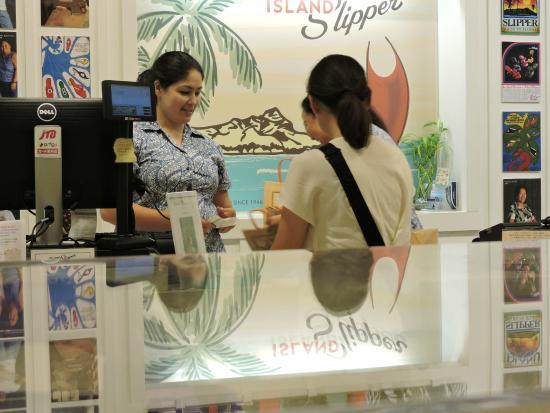 cf015f4328484 Island Slipper  当日、キャッシャーでは日本語で通じる店員はいませんでした