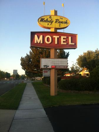 Melody Ranch Motel : hotel sign