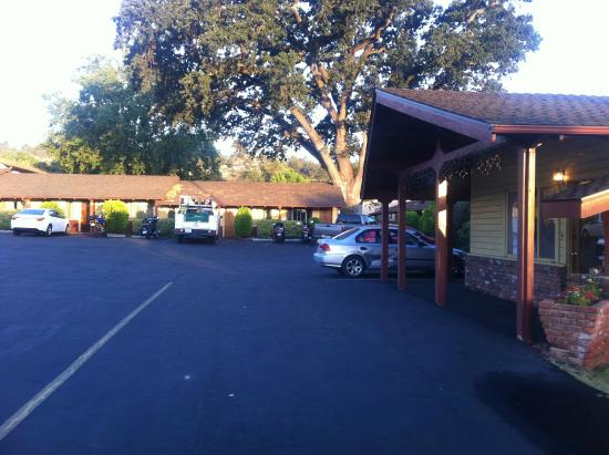 Melody Ranch Motel : outside the hotel/parking lot