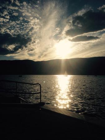 Abbott Villa on the Lake: photo1.jpg