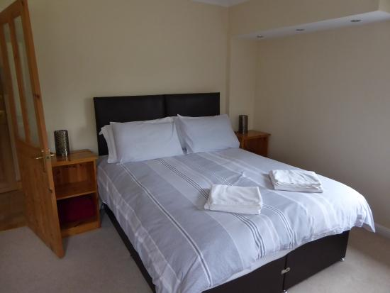 Poplar House Serviced Apartments: Spacious bedroom
